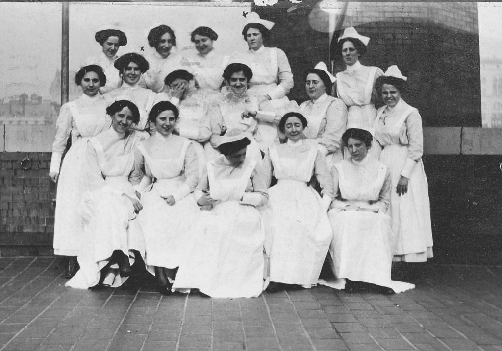 Lydia Ann Black and fellow student nurses, 1913