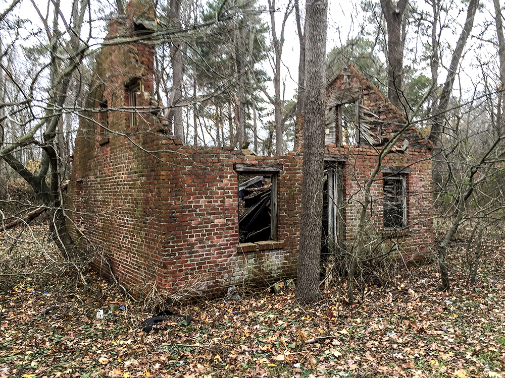 One of the buildings of the former Milton Brick Co. north of Cave Neck Rd on Round Pole Rd (Brickyard Rd)